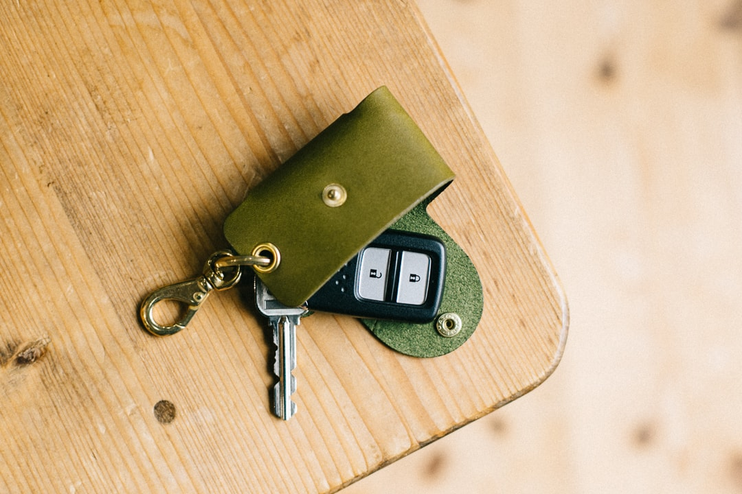 グリーンの革のキーケース