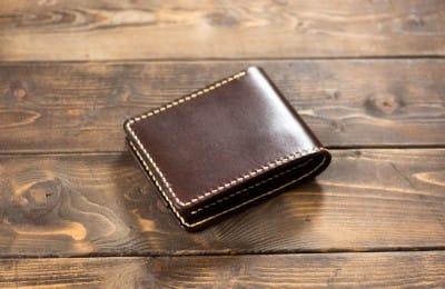手縫いの二つ折り革財布