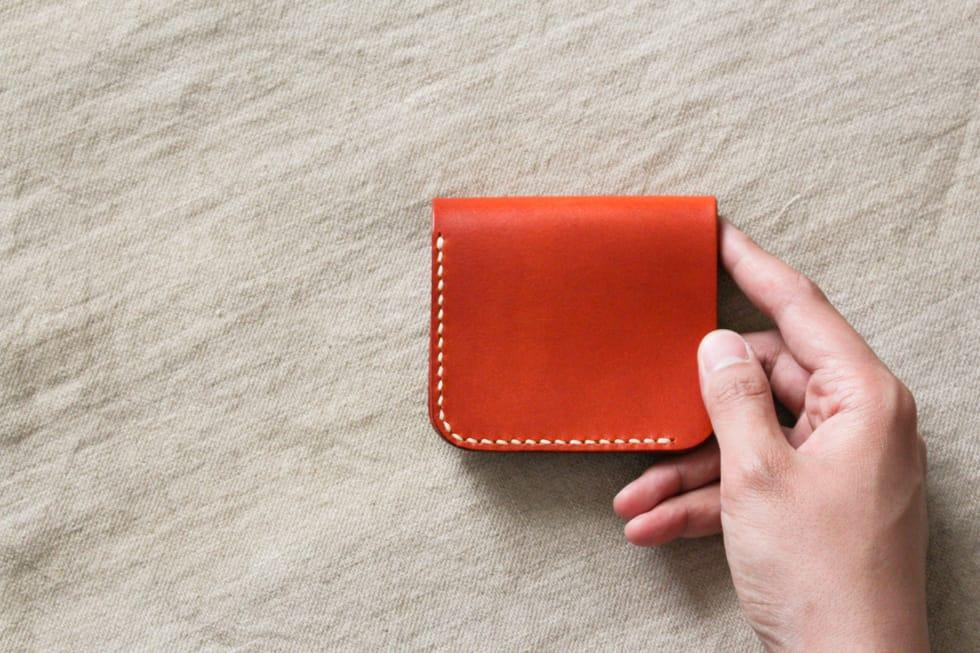 コンパクトな二つ折りの革財布02