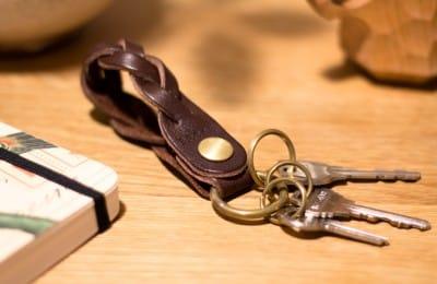 革の三つ編みキーホルダー
