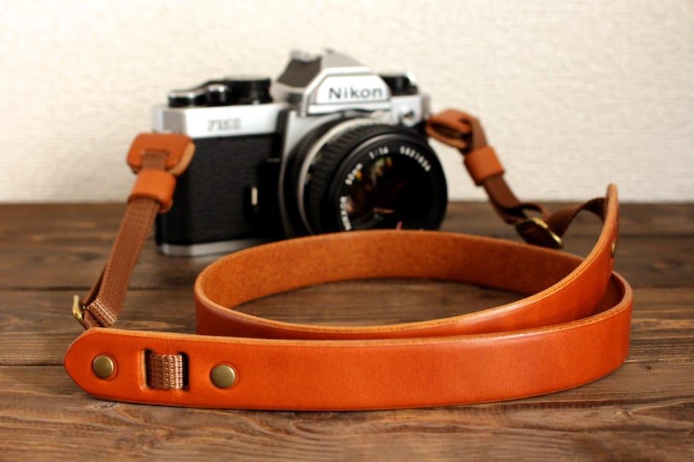 タンニンレザーの革カメラストラップ