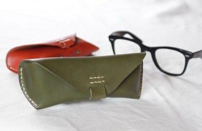 手縫いの革製メガネケース