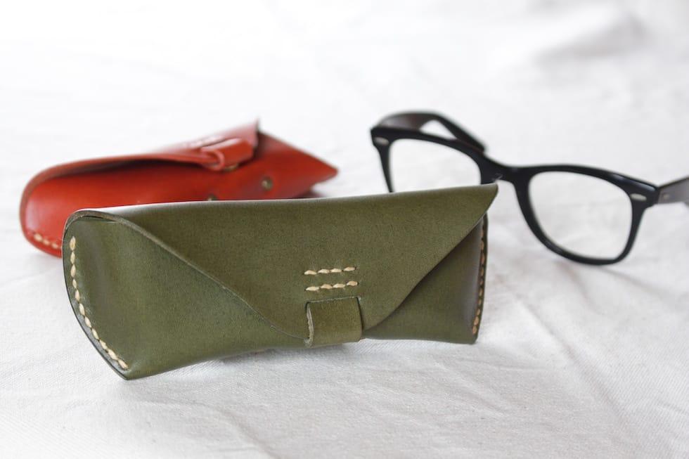 革のメガネケース