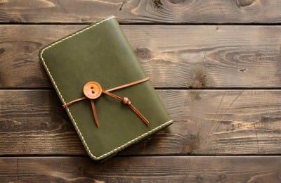 ナチュラルな革の手縫いブックカバー