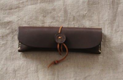 ナチュラルな革の手縫いペンケース