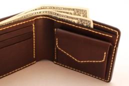 二つ折りの革財布01