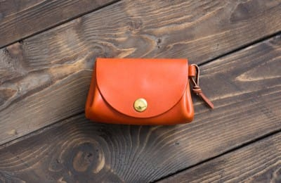 丸いフォルムの小さな財布