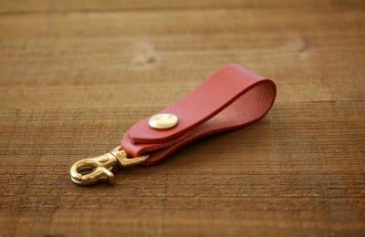 シンプルな革のベルトストラップ