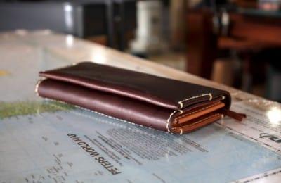ステッチが効いた革の長財布