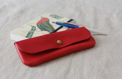 優しい手触りの革のペンケース