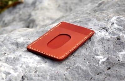 シンプルな手縫いのパスケース