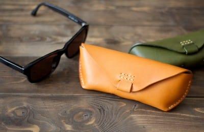 大きめの革製メガネケース