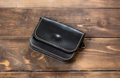 コンパクトで機能的な革財布