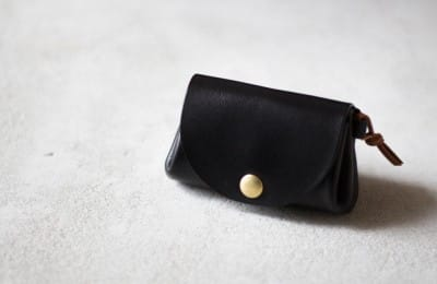 ナチュラルな革の小さな財布