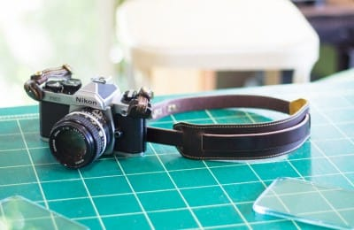 ショルダーレスト付きレザーカメラストラップ
