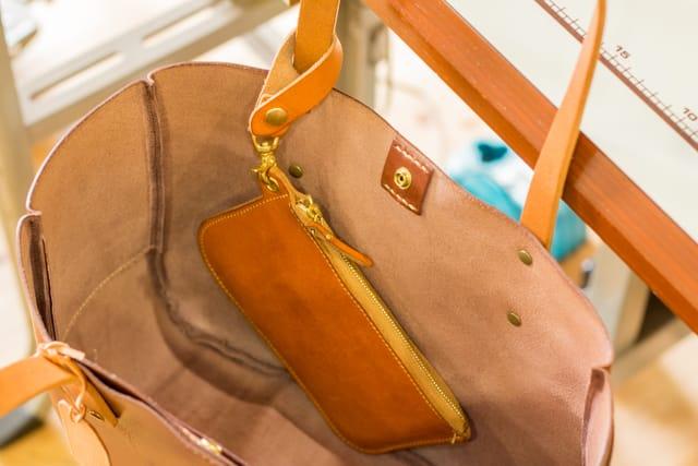 革のバッグインバッグ