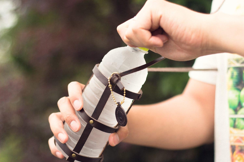 革のボトルホルダー