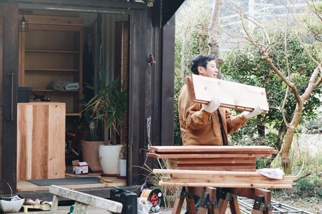 工房の庭の大量の木材のゆくえ
