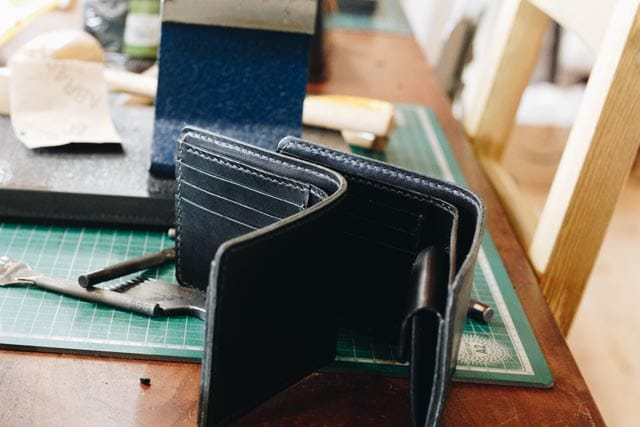 コバ磨き前の財布