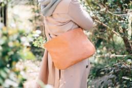 ナチュラルな革のショルダーバッグ Natural × Natural