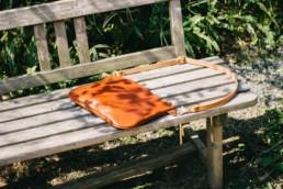 ナチュラルな革のショルダーバッグ Brown × Natural